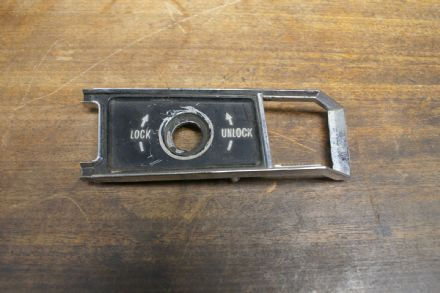 68-77 Door Lock Bezel (Inside) LH,Used